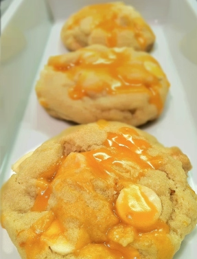 http://pantryandfridge.wordpress.com/2011/12/03/creamsicle-cookies/